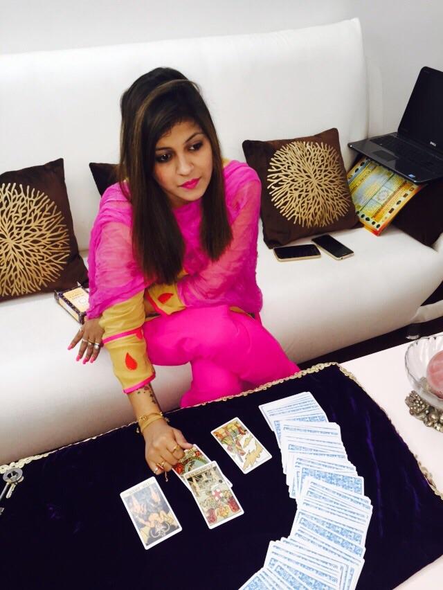Tannu Jain Tarot Card Reader