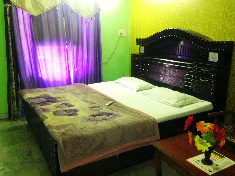 Hotel white Palace - 9501796928 / 0172-5018279